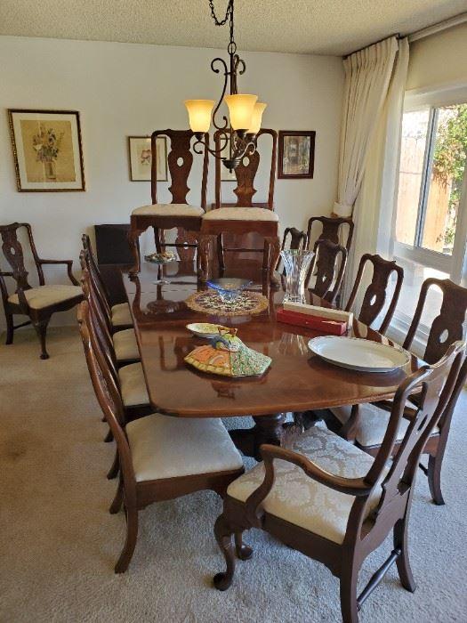 Beautiful Henredon mahogany 14 chair 2 large leaf Chipendale dining set.