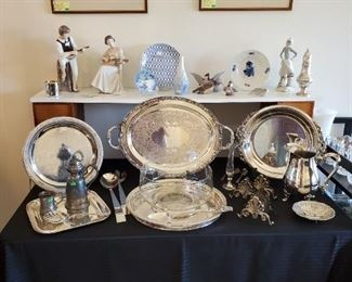 Very nice silverplate serving pieces.