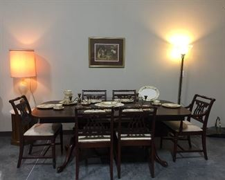 Gorgeous Bernhardt  Dining Table w/ Leaf and Chairs