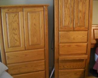 Oak bedroom furniture with bookshelf headboard with light bridge