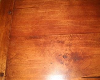 SURFACE OF DINING TABLE