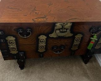 Coin chest with unique lock and key