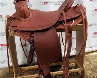 """113 Showman Saddlery Horse Saddle Model 5502 17"""" Serial Number 3926."""
