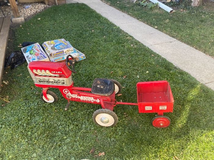 Presale  Great pedal Tractor and cart $275
