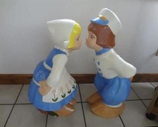 Vintage Ceramic Kissing Dutch Couple