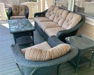 Lloyd Flanders Wicker Patio Set includes Cushions
