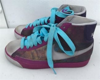 P6: Vintage Nike Hi-Cut Sneakers/Basketball Shoes,  Size: 8.5 in Multi-Color