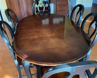 STUNNING HIGH-QUALITY AMISH CUSTOM-BUILT DINING TABLE SET!!!  HAS 7 CHAIRS AND ONE LEAF!!