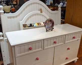 STUNNING FRENCH WHITE BEDROOM SET!  DRESSER, FULL SIZE BED AND MIRROR!  JUST PERFECT!!  (HANDLES CAN BE CHANGED FOR YOUR DECOR)