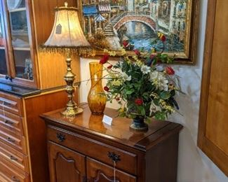 STUNNING THOMASVILLE MINI-BAR BUFFET CABINET!  TOP OPENS TO A SERVING BAR!!!!  GORGEOUS FLORAL ARRANGEMENTS!  STUNNING LAMPS!  GLASS VASES!  ORIGINAL OIL PAINTING OF VENICE, ITALY!!                                  ***JUST A SAMPLE OF THE GORGEOUS HIGH-QUALITY ITEMS WE HAVE***