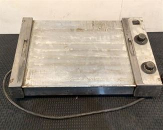 """7 Image(s) Located in: Chattanooga, TN MFG Roundup Model HDC-21A Power (V-A-W-P) 120V, 50/60Hz, 1000W Hot Dog Corral Size (WDH) 22""""Wx14-3/4""""Dx7""""H *Sold As Is Where Is*  SKU: L-4-C Tested- Works"""
