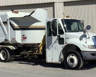 VIN 1HTMMAAN69H125298 Year: 2008 Make: International Model: 4300 SBA Trim Level: Garbage Truck 4x2 Engine Type: 7.6 L6 Diesel Transmission: Automatic Miles: 81,153-79,964 Color: White Buyer Premium 10% BP Located in: Chattanooga, TN Operational Status: Runs, Drives and Operates *Wipers Do NOT Work* Manual windows Manual locks AC and Heat Work Rapid Rail Body Spec- MFR - Heil Model - 612-3598 Serial - RR8321303 Size - 16 Yards **Sold as is Where is**  2-69