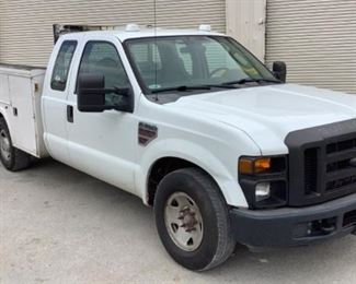 VIN 1FDWX30R59EA19516 Year: 2009 Make: Ford Model: F-350 Trim Level: XL Ext Cab Utility Engine Type: 6.4L V8 Turbo Diesel Transmission: Automatic Miles: 131,132 Color: White Driveline: 2WD Located In: Chattanooga, TN Operational Status: Runs and Drives *Check Engine Light On* *ABS Light On* *No Back Seats* Manual Windows Manual Locks Manual Mirrors Vinyl Interior AC and Heat Work *Sold On GA Title* **Sold as is Where is**  1-9
