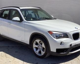VIN WBAVM1C58EVW52055 Year: 2014 Make: BMW Model: X1 Trim Level: S Drive 28i Engine Type: 2.0L Transmission: Automatic Miles: TMU - Speedometer INOP Color: White Driveline: RWD Located In: Chattanooga, TN Operational Status: Runs and Drives *Dash Lights Will Not Come On* *Speakers Make a Continuous Clicking Sound* Power Windows Power Mirrors Power Locks Power Seats Vinyl Interior **Sold on AL Title** *Sold As Is Where Is*  1-3