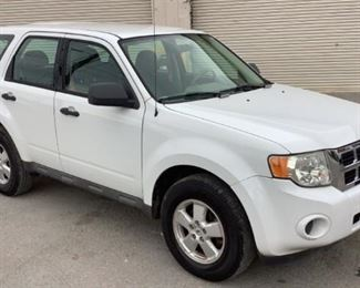 VIN 1FMCU92789KB69566 Year: 2009 Make: Ford Model: Escape Trim Level: 4WD Engine Type: 2.5L 4cyl Transmission: Automatic Miles: 53,022 Color: White Buyer Premium 10% BP Located in: Chattanooga, TN Operational Status: Runs and Drives Power Windows Power Locks Power Mirrors Manual Seats Cloth Interior Heat/AC Tested Works **Sold as is Where is**
