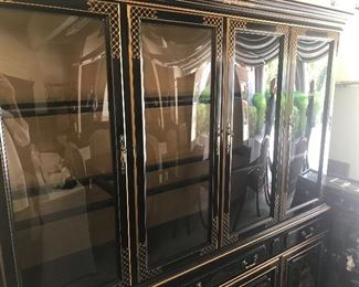 CHINOISERIE BREAKFRONT Four door china cabinet in a large size