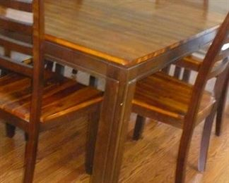 beautiful  modern  7 pc. dining set in very nice conditio
