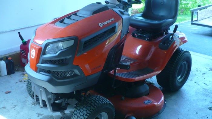 H USQVANA  RIDING MOWER PURCHASED NEW IN 2018   46'' deck