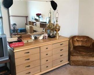 Triple dresser with mirror