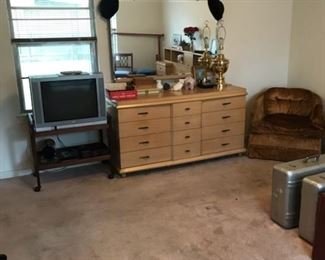 1950s blonde bedroom suite (pictured is only the triple dresser but set includes headboard & night stands)