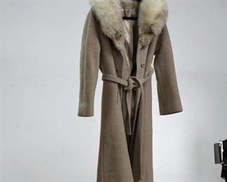 Vintage Furlaine For Windermere Camel Color Ladies Winter Coat With Fuzzy Collar