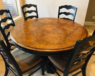 Beautiful Large around Kitchen Table with 6 Chairs