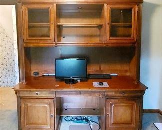 Stanley Furniture wooden office desk 1/2