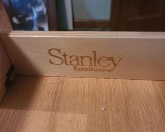 Stanley Furniture wooden office desk 2/2