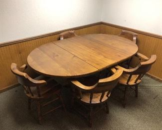 Wooden dining room table with 5 chairs and 1 leaf 1/2