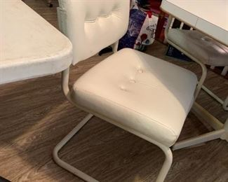 #11White Laminate Octagonal Table w/4 bouncy Chairs 44x29 $100.00