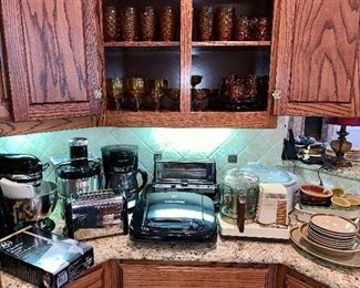 Kitchenaide Stand Mixer, Juicer, & Other Small Kitchen Appliances