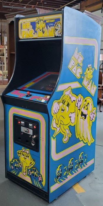 001 Vtg Ms. PacMan Arcade Game