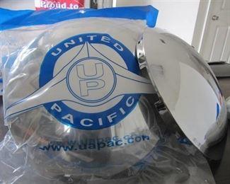"2 New United Pacific Metal Chrome Hub Cap 8 1/2 "" Short Lip 5 Even Notch"