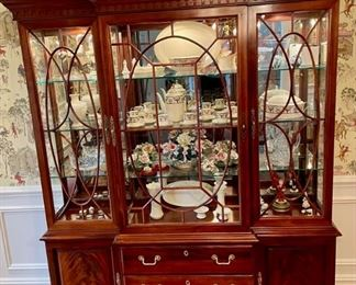 Vintage Thomasville mahogany China cabinet with crotch mahogany doors.