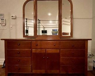 Vintage Thomasville cherry dresser in candlelight finish and trifold mirror.