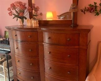 Broyhill 5 Piece Bedroom Set.