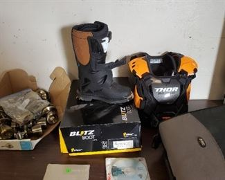 Thor Dirt bike racing gear for 6-9 year old depending on size, used twice, Like new.
