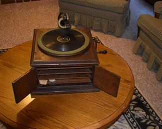 Tabletop victrola - it works!