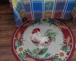 Round rooster hook rug