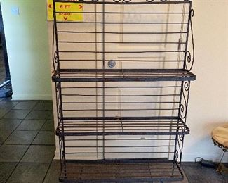 TM9325 Vintage Metal Backer's Rack / Plant Stand