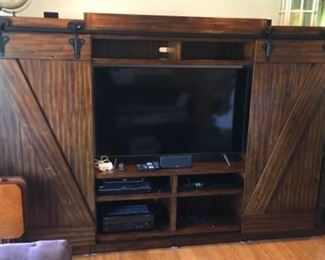 QUALITY BEAUTIFUL BARN DOOR LARGE ENTERTAINMENT CENTER