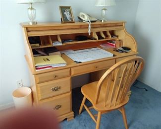 Great roll top desk/just perfect