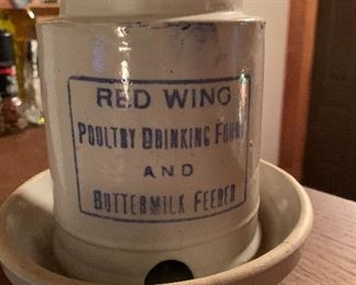 Red Wing poultry drinking fount