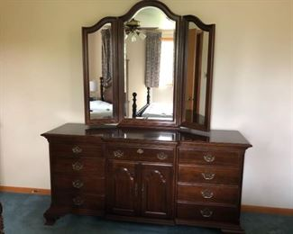Dresser with Trifold Mirror