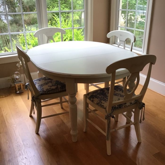 Beautiful Pottery Barn Table and Chairs with1 extention as in photo.