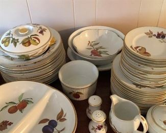 101+ ROYAL WORCESTER EVESHAM CHINA.  EARLY SALE. $750.  LOOK IT UP ONLINE.
