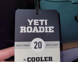 NEW Yeti Roadie 20