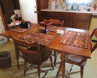 Small country Kitcehn Table and Chairs