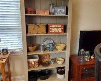 Wooden boxes keep sake and decorative bowls