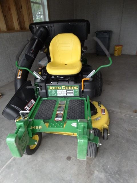 John Deere Z345R  zero turn mover
